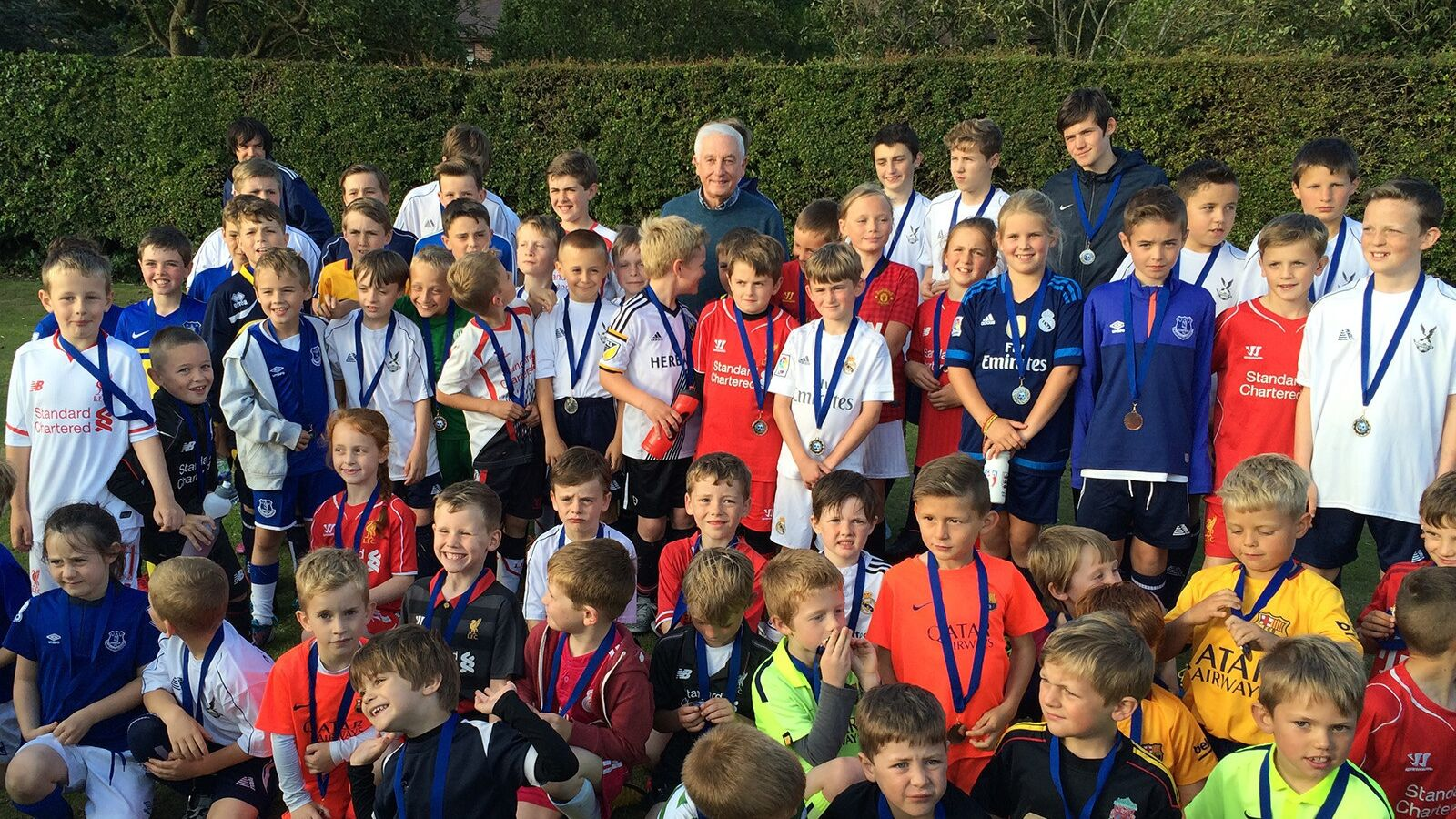 Roy Evans meets with Ormskirk FC players at the Summer Sessions