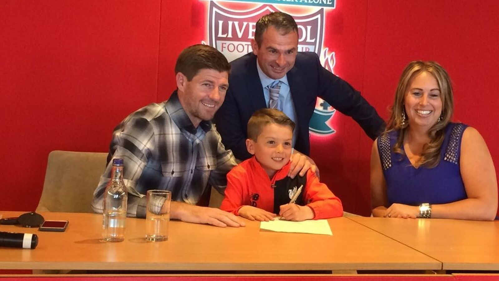 Ormskirk FC Under 8s Player signs for Liverpool FC