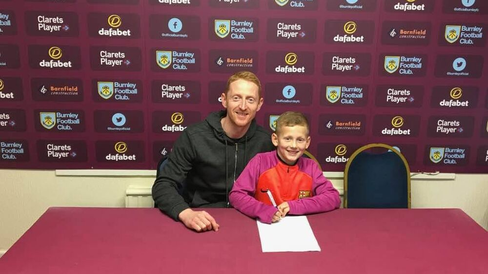 Ormskirk FC Under 8s Player signs for Burnley FC